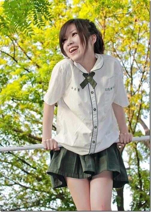 【ミニスカ絶対領域エロ画像】パンツが見えてなくても抜けそうなミニスカートのお姉さん画像(50枚)27-s