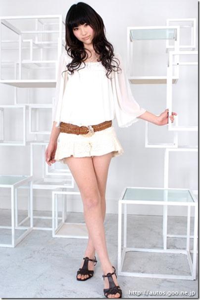 【ミニスカ絶対領域エロ画像】パンツが見えてなくても抜けそうなミニスカートのお姉さん画像(50枚)29-s