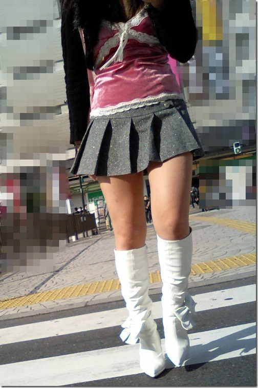 【ミニスカ絶対領域エロ画像】パンツが見えてなくても抜けそうなミニスカートのお姉さん画像(50枚)31-s