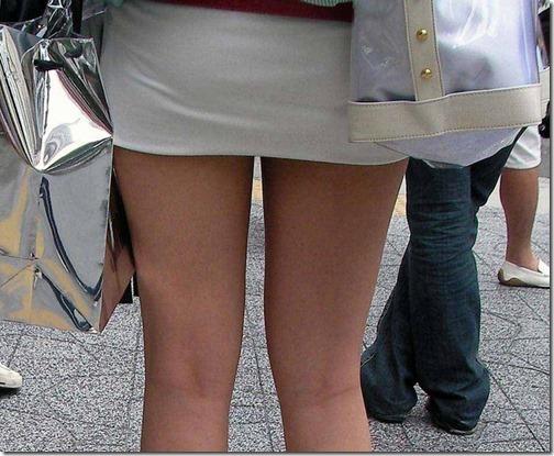 【ミニスカ絶対領域エロ画像】パンツが見えてなくても抜けそうなミニスカートのお姉さん画像(50枚)39-s