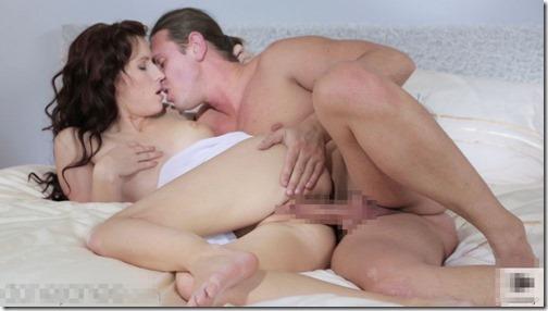 【エロ画像・夫婦生活夫婦の寝室:北米版】右の乳首を愛撫されたら左の乳首を差し出すおしどり夫婦12