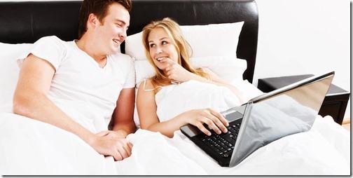 【エロ画像・夫婦生活夫婦の寝室:北米版】右の乳首を愛撫されたら左の乳首を差し出すおしどり夫婦17