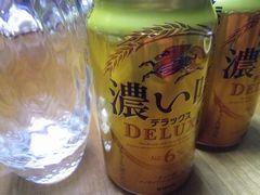[写真]カラの缶ビール2本とカラのグラス