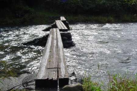沈下橋の原形 - 早瀬の丸太橋