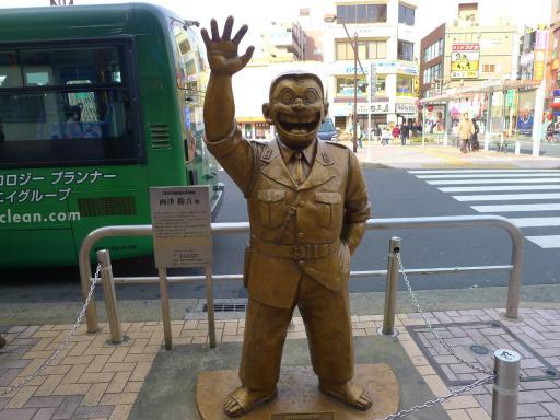 20120107・銅像2・両さん