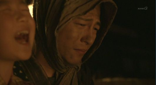八重1219 子供と一緒に泣き崩れる小次郎