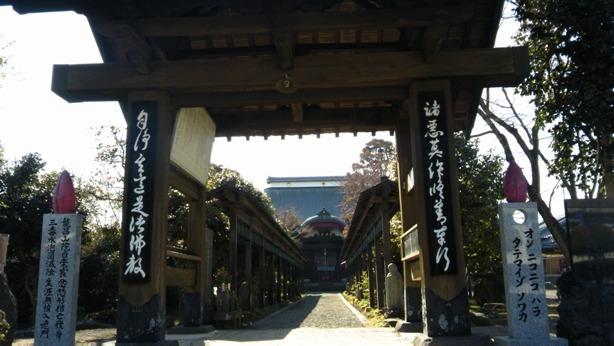襄が帰国後初めて説教をした寺。参道108の梵鐘が並んでいるとても素敵なお寺でした